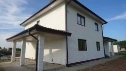 namų fasadai po dažymo